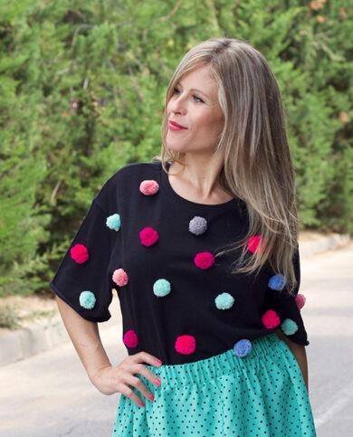 camiseta pompones multicolor