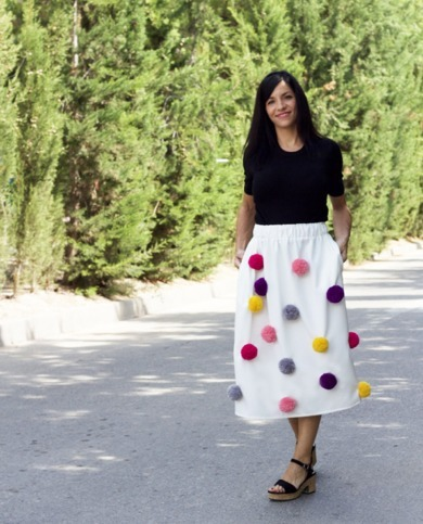 falda midi pompones blanca